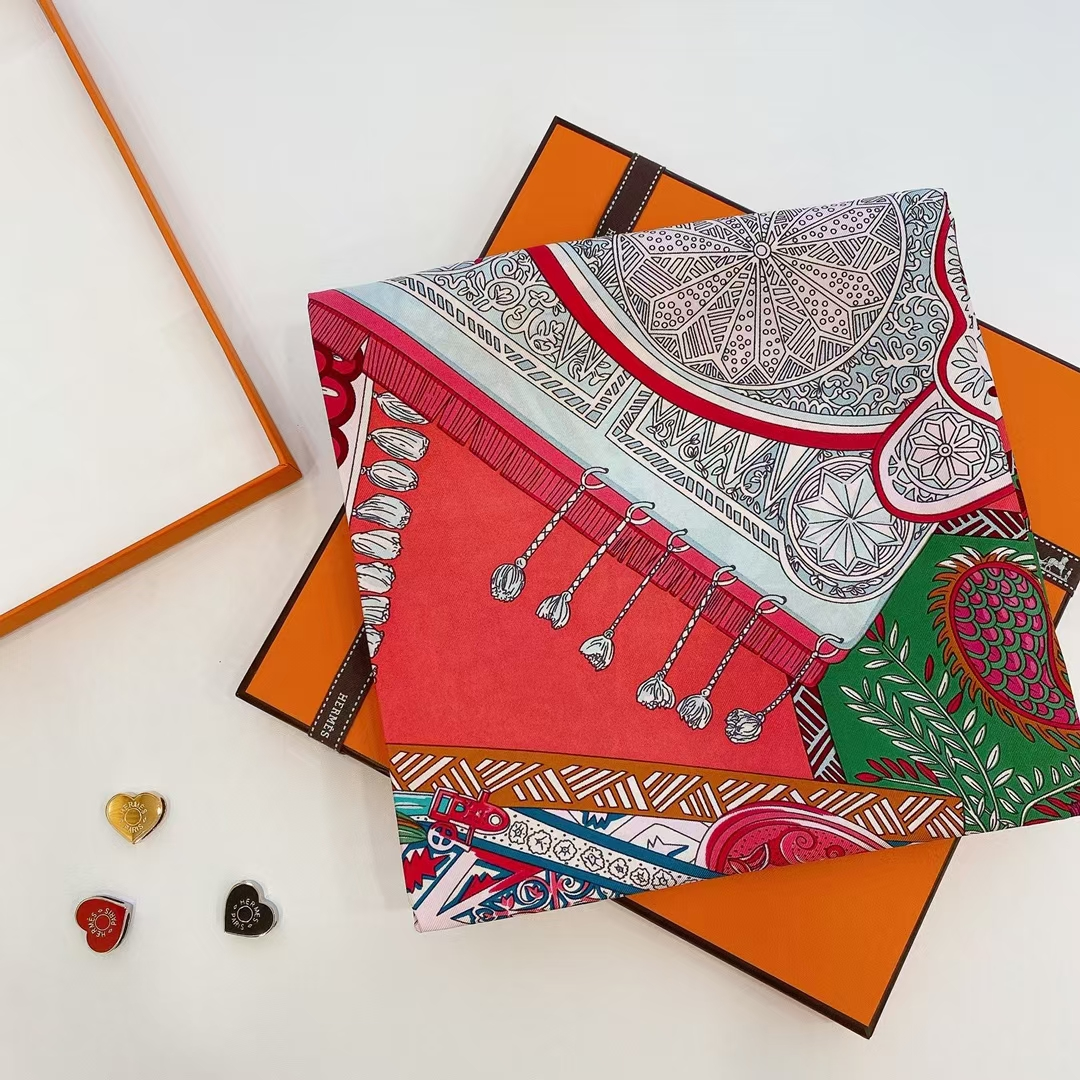 Hermès(爱马仕) 方巾 《马鞍垫》西瓜红 100%真丝 90cm