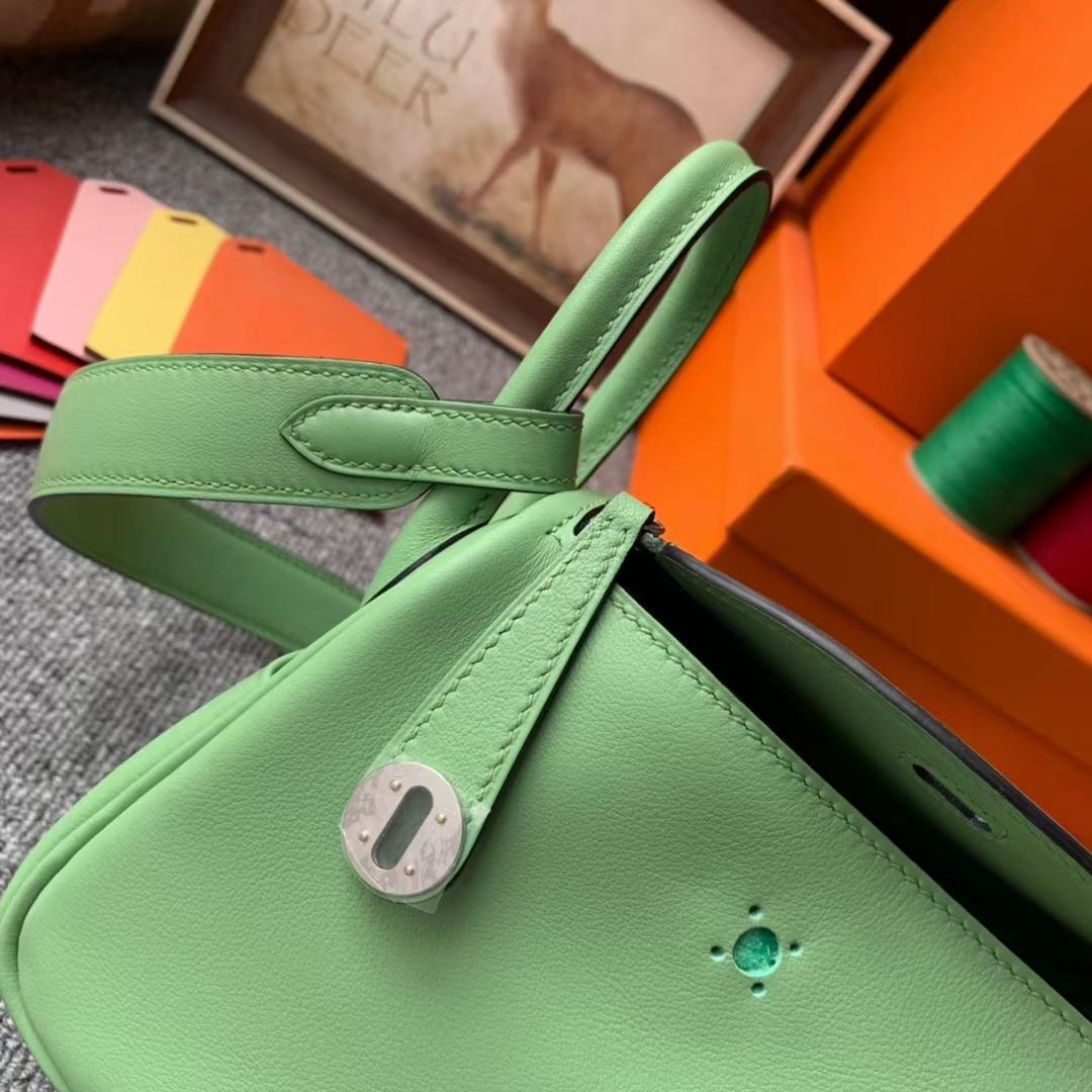 Hermès(爱马仕)Mini Lindy 迷你琳迪 牛油果绿 原厂御用顶级Swift皮 银扣 20cm