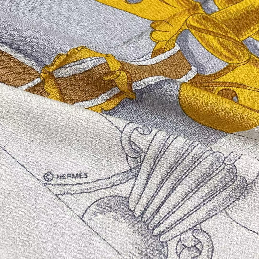 Hermès(爱马仕)秋季款 丝巾《国家马术指导条纹版丝绒披肩》黑灰色