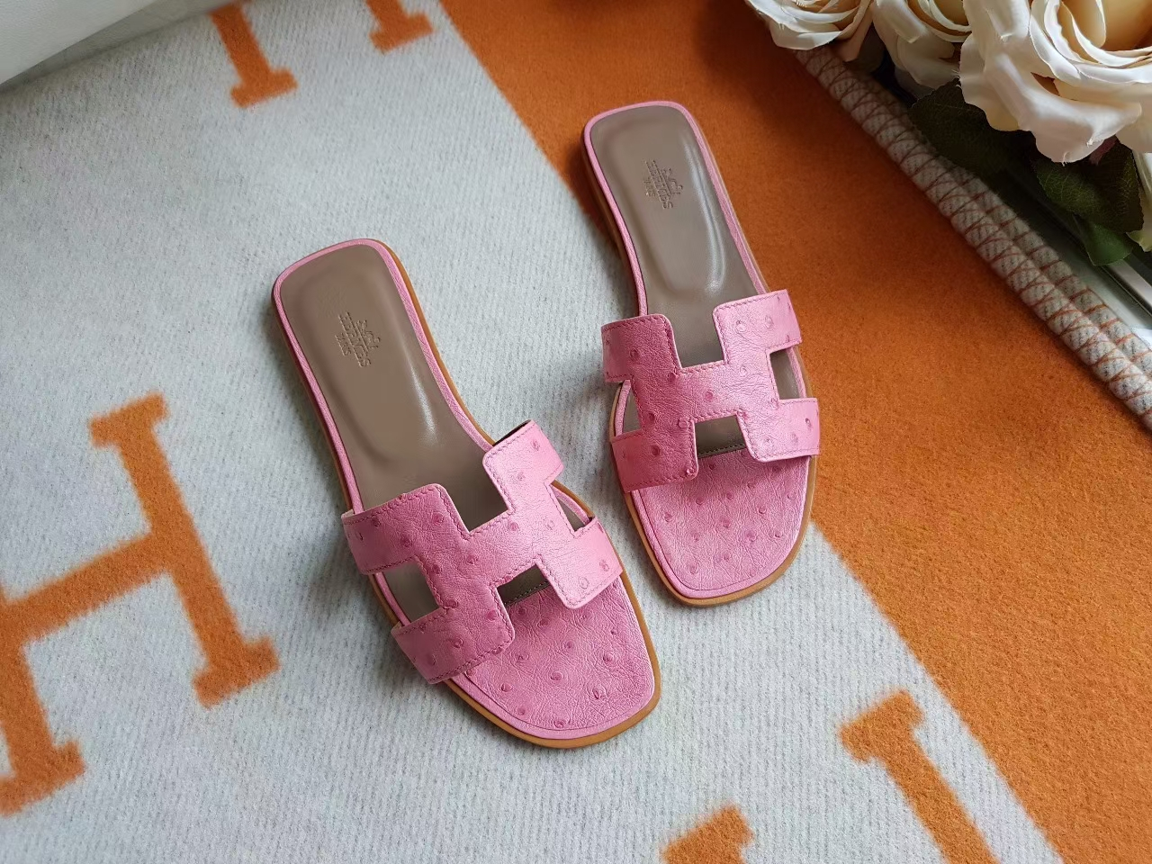 Hermès(爱马仕)H拖鞋 平底 鸵鸟皮 1Q奶昔 粉色