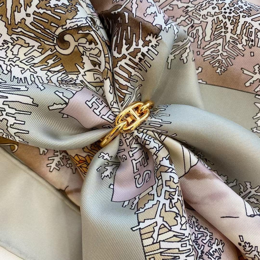 Hermès(爱马仕)新款丝巾 Scarves 《途径莫斯科》灰色
