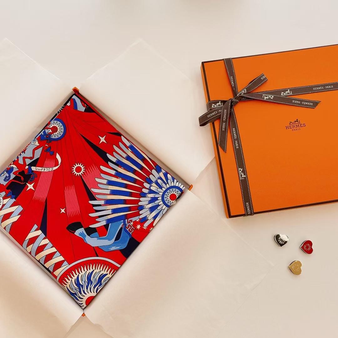 Hermès(爱马仕)2021 夏季新款丝巾《飞马之源》深蓝色