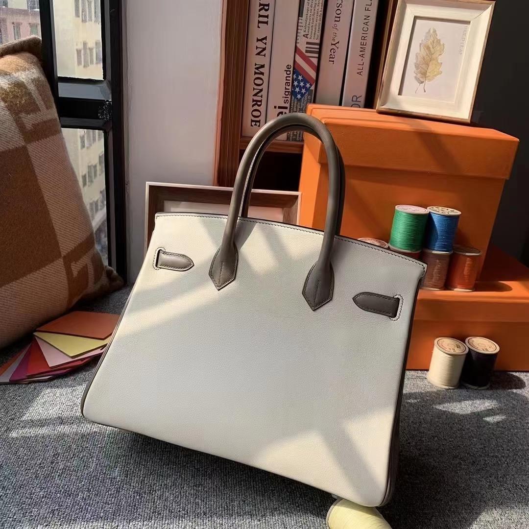 Hermès(爱马仕)Birkin 铂金包 CC10 奶昔白 拼 8F 锡器灰 Swift 皮 金扣 30cm